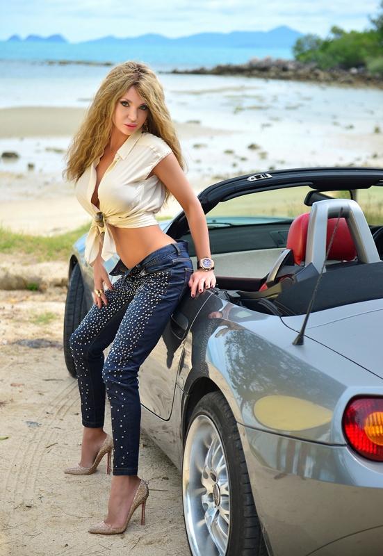 Эскорт модель у авто
